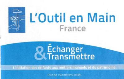 ANIMER,ORGANISER LES ACTIVITES DE L'ATELIER DE TRAVAUX MANUELS A DESTINATIONS DES ENFANTS (9-16ans)
